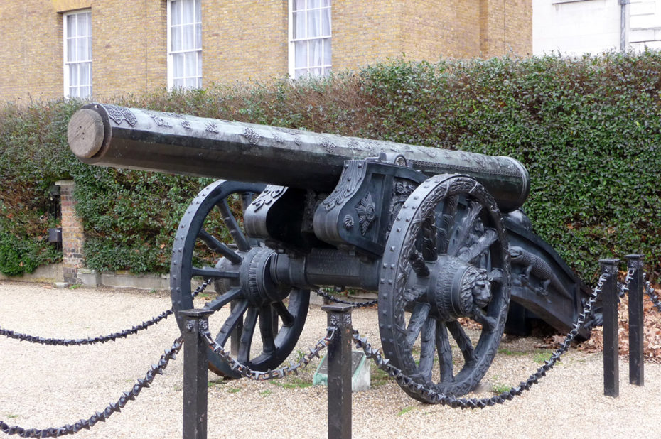 Canon sur roues dans le Domaine de la Garde à Cheval