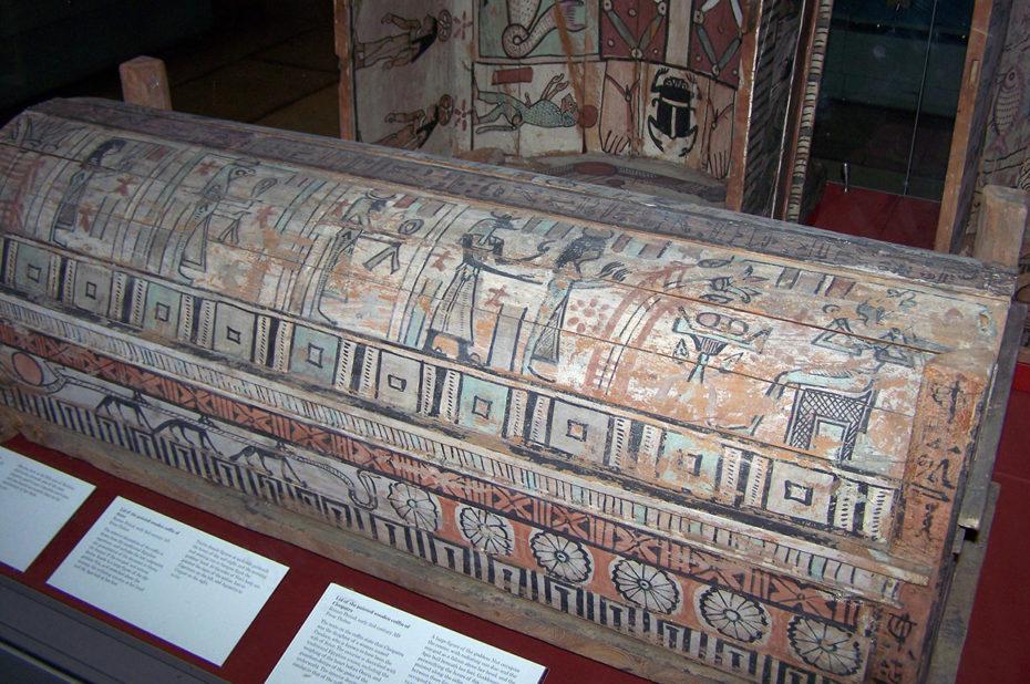 Couvercle en bois peint du cercueil de Cléopâtre