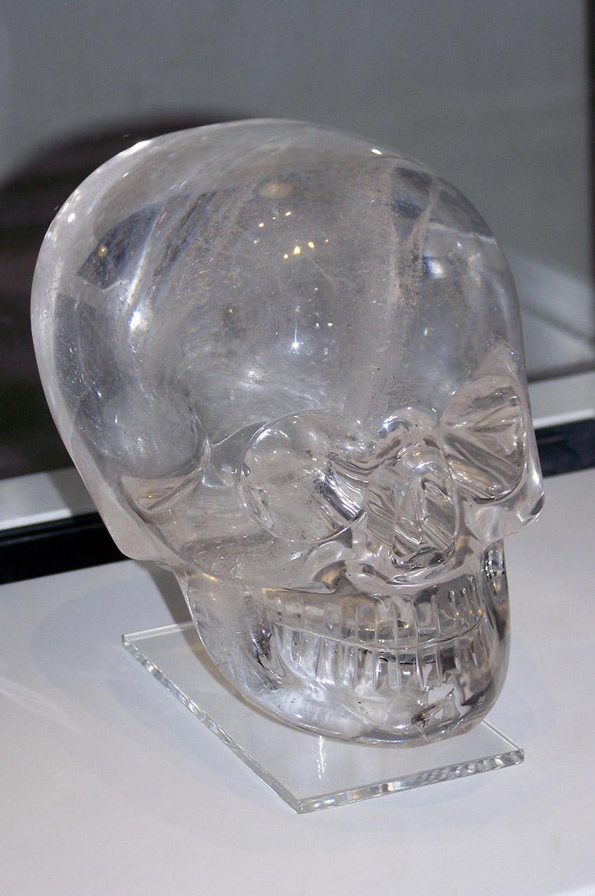 Un crâne de cristal faisant référence à la civilisation Maya