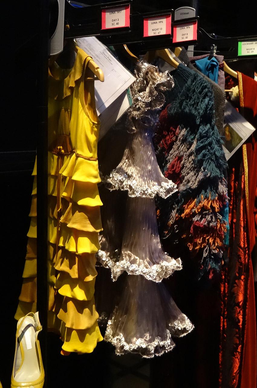 Différents costumes dont une robe de Luna