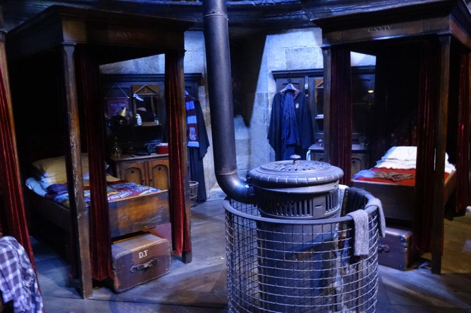 Le dortoir de Gryffondor au château de Poudlard