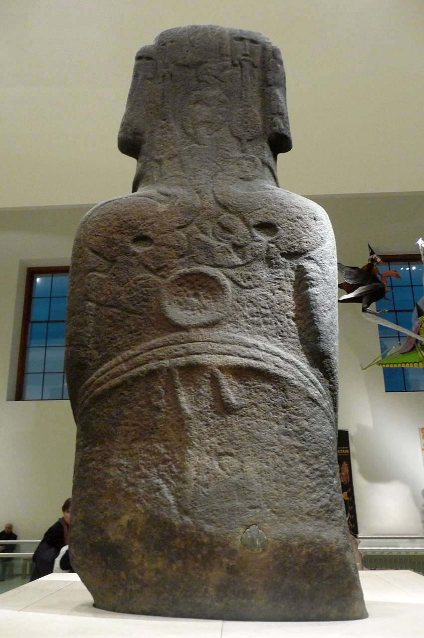 Le dos du gigantesque moai