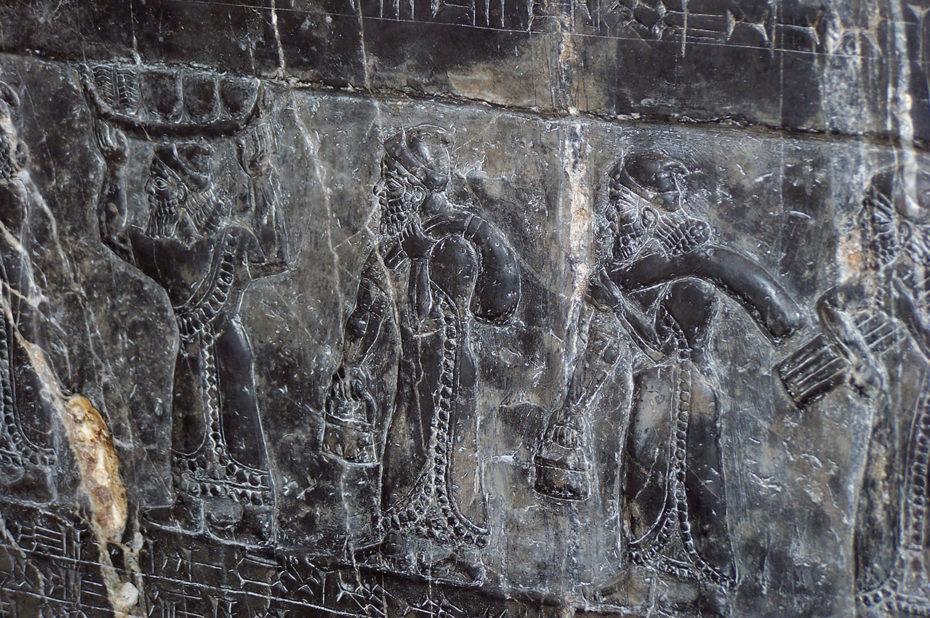 Fragment d'un monument assyrien