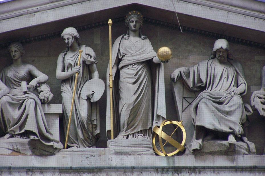 Fronton de l'entrée du British Museum