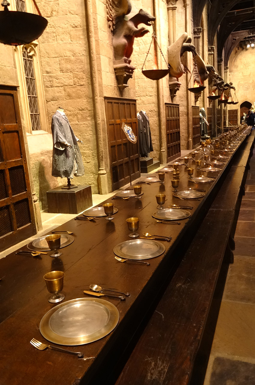 Table dans la Grande Salle de Poudlard