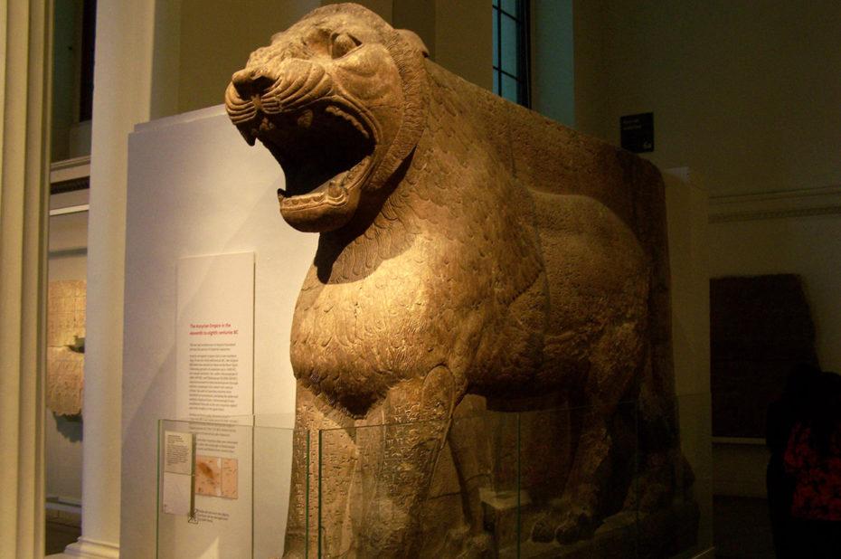 Lion colossal gardant l'entrée du temple d'Ishtar šarrat niphi