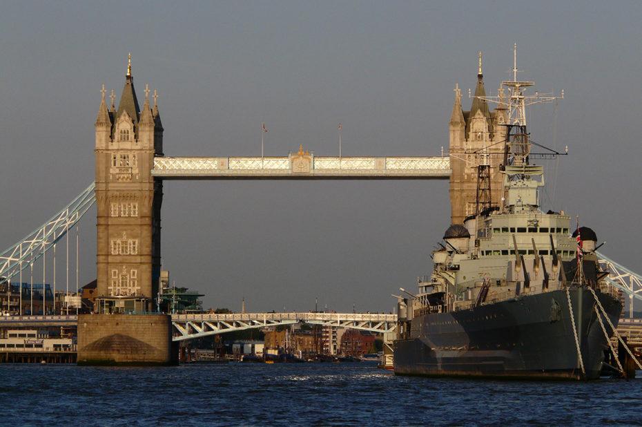Le HMS Belfast devant le pont de Londres