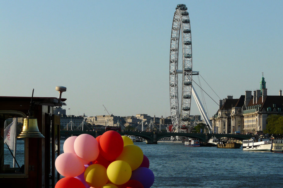 La grande roue London Eye vue depuis le bateau