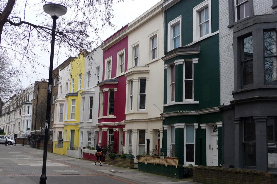 Maisons typiquement londoniennes très colorées