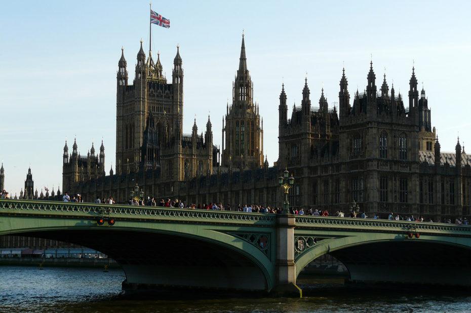 Le palais de Westminster et la tour Victoria