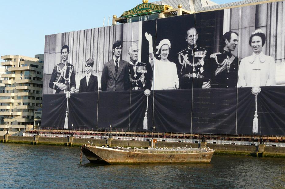 Panneau en l'honneur du Jubilé 2012 de la reine