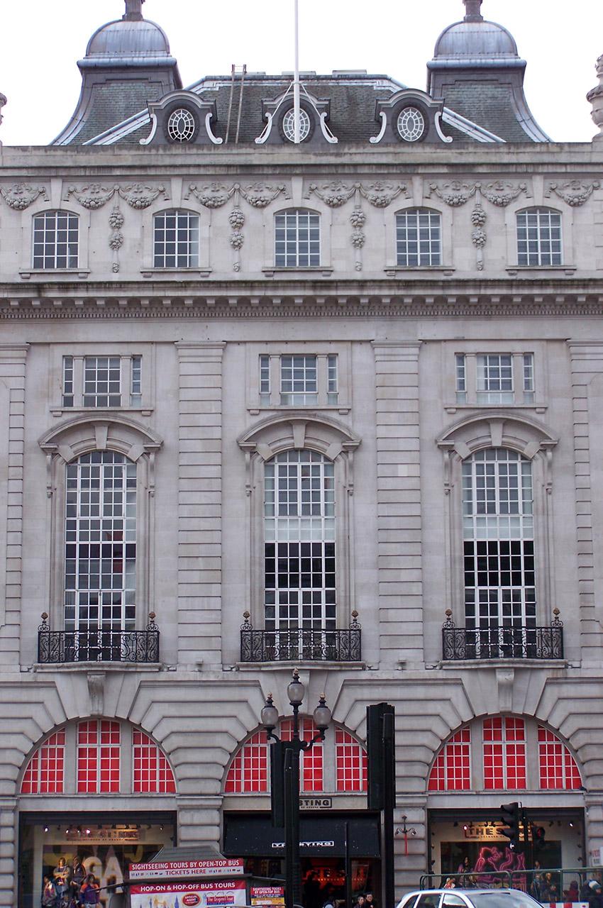 Piccadilly Circus, entre commerces et divertissement