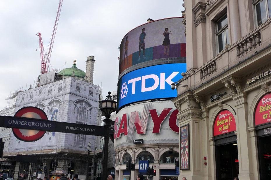 Piccadilly Circus, l'un des quartiers les plus animés de Londres