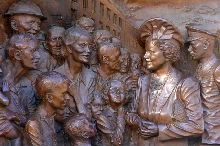 Relief en bronze de la reine Élisabeth et du roi George VI