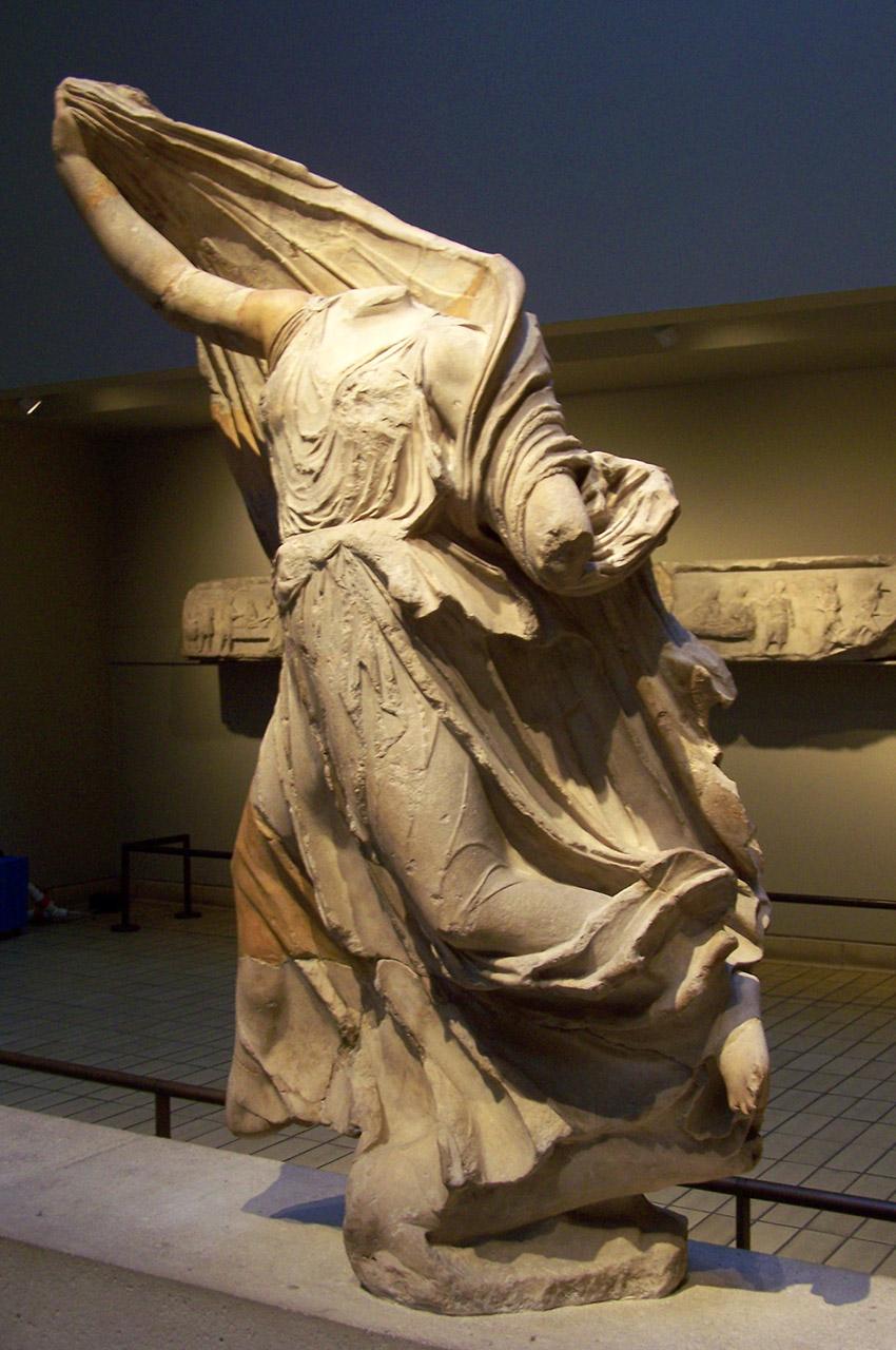 Statue des Néréides (sans tête)