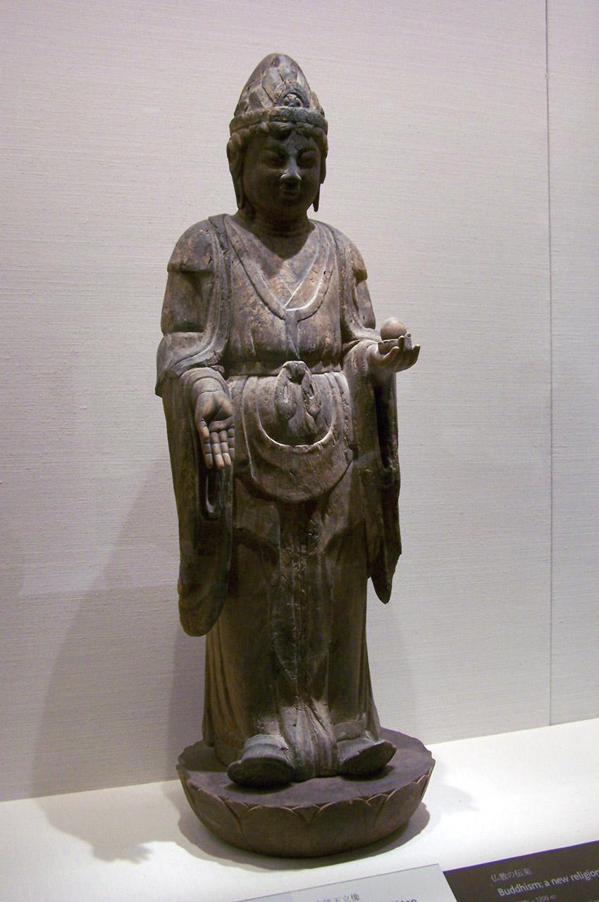 Kichijoten debout sur une base de lotus