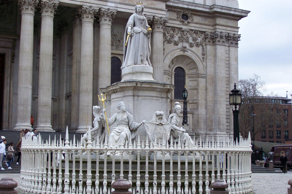 Statue de la reine Anne de Grande-Bretagne