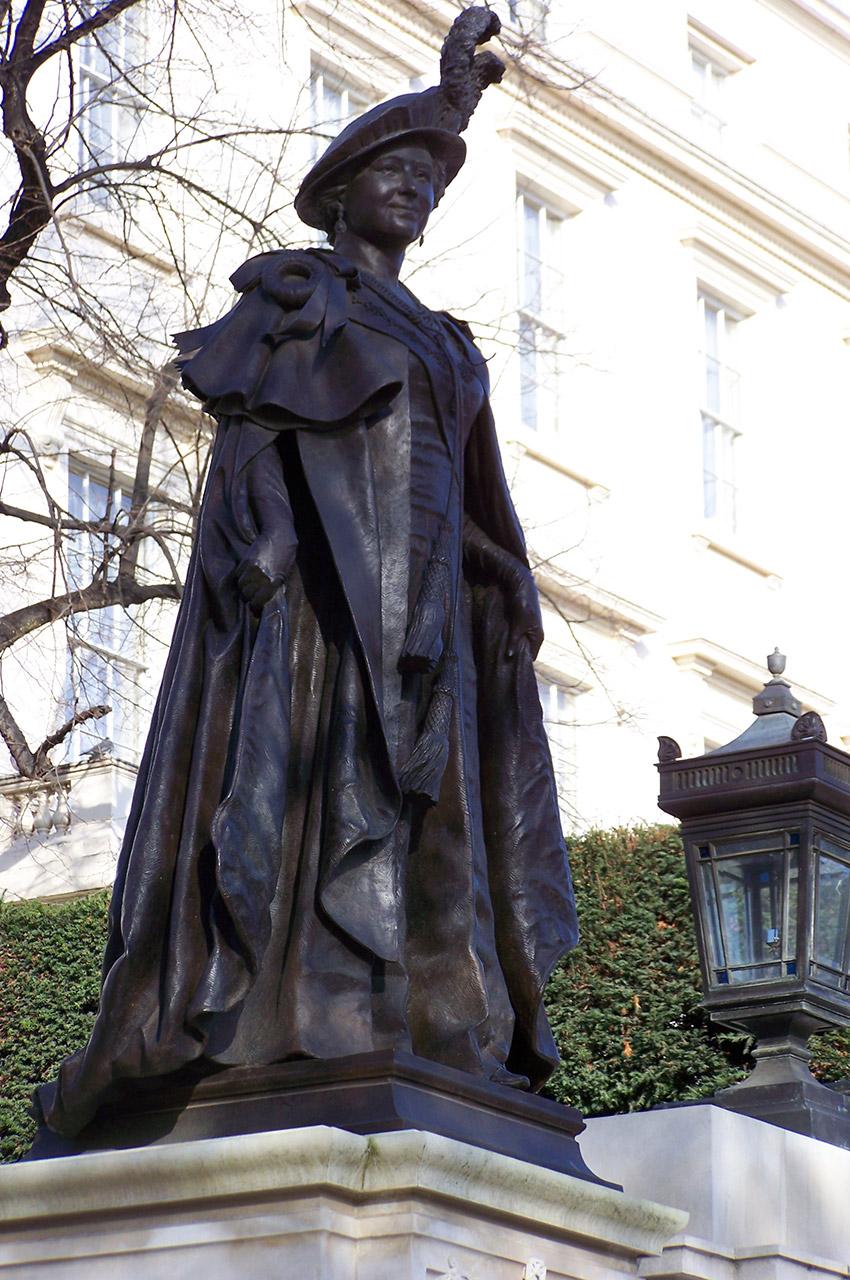 Statue de la Reine Élisabeth sur The Mall