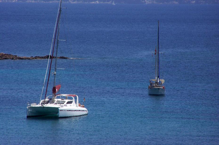 Bateaux arrimés à la journée pour profiter de la mer