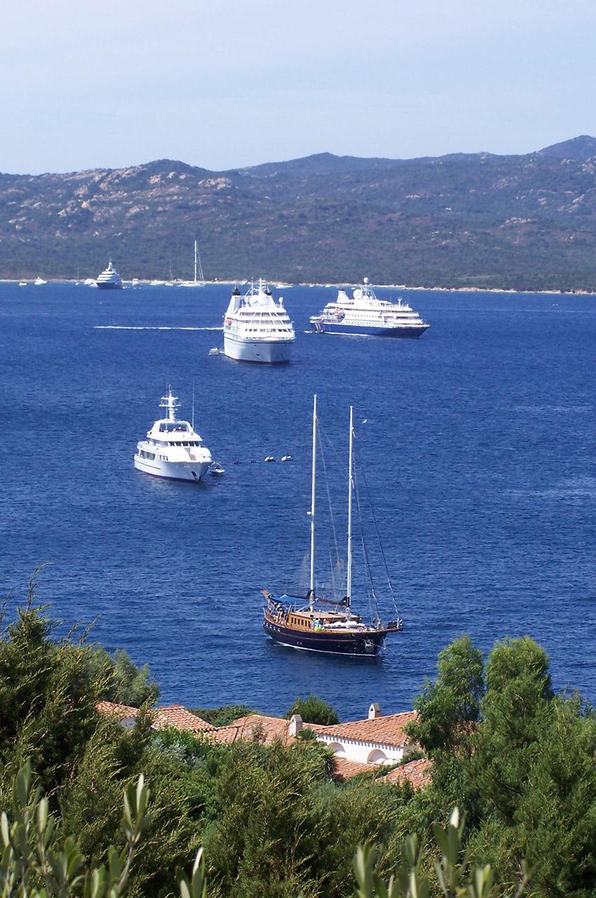 De nombreux bateaux arrivent chaque jour