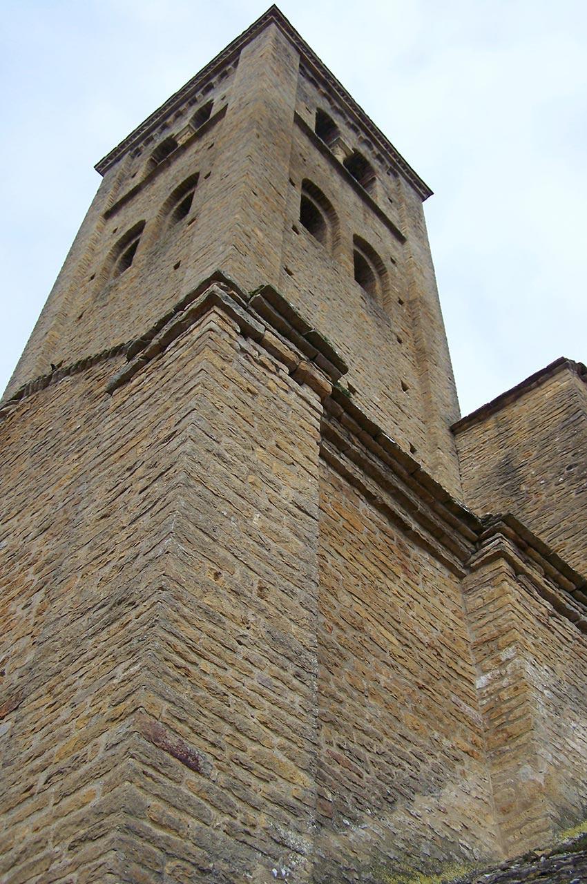 Le clocher de l'église de Mazille
