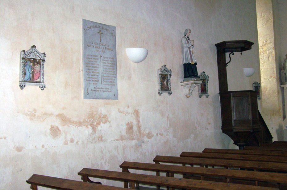 Le côté gauche de la nef de l'église Saint-Valentin