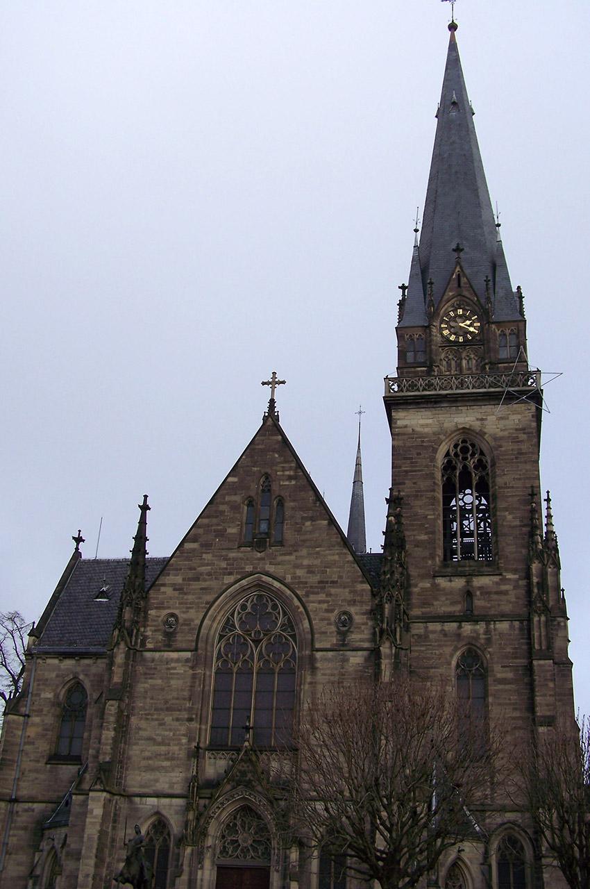 L'église Saint-Maurice est de style néo-gothique