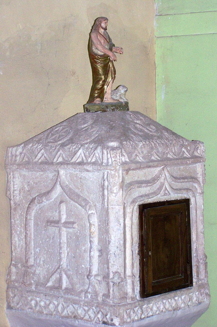 Meuble liturgique dans l'église de Sainte-Cécile