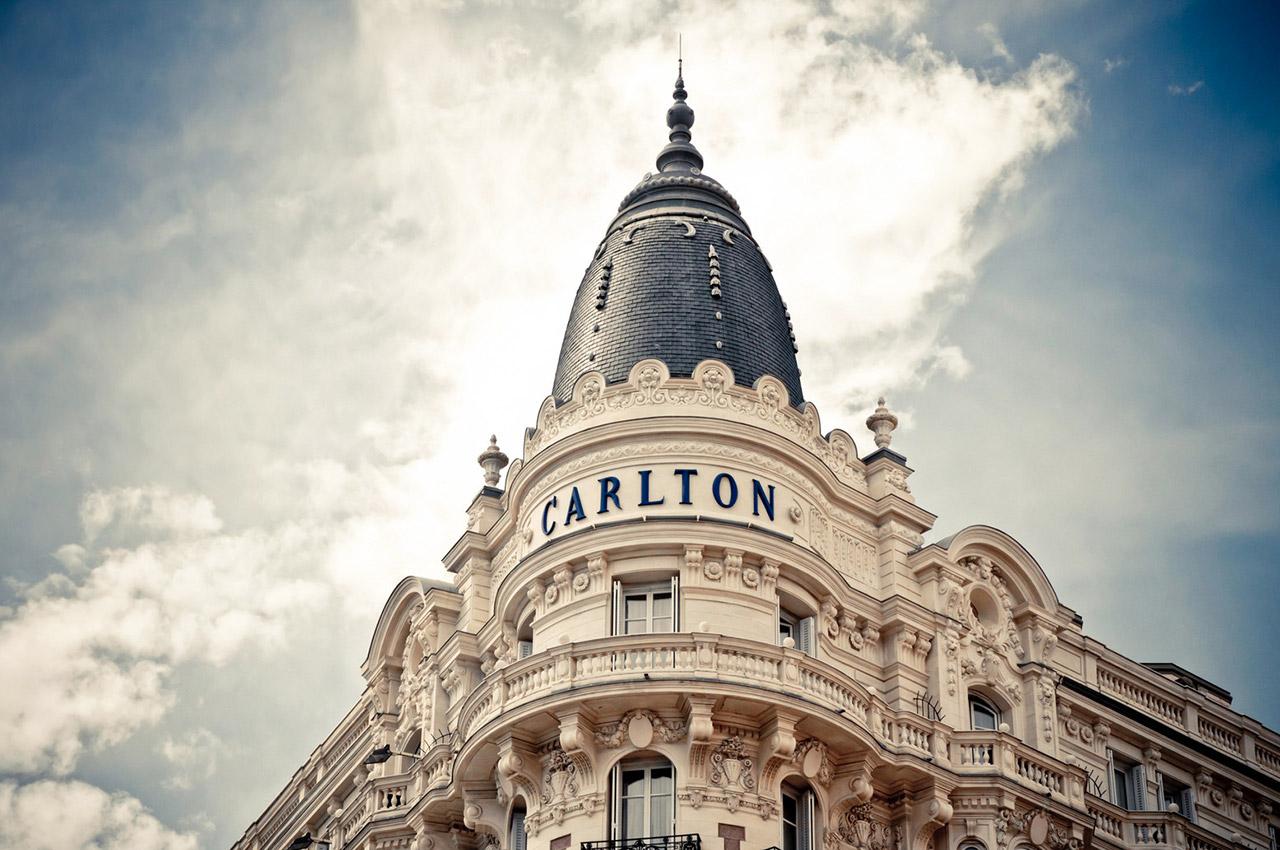 Hôtel Carlton, des chambres à réserver via Booking