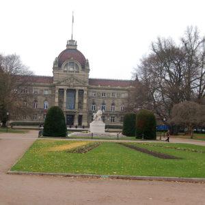 Les jardins devant le Palais du Rhin