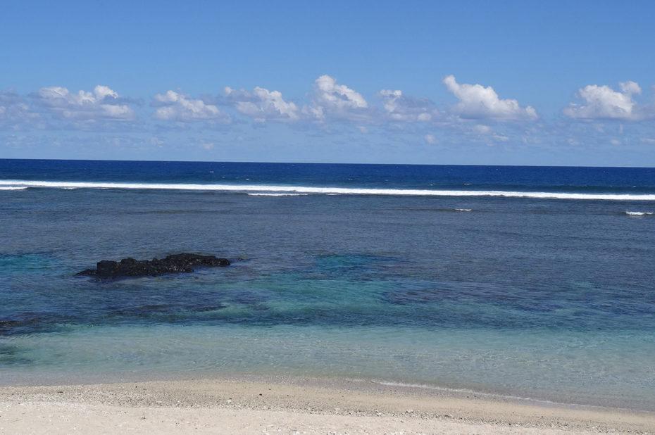 Lagon turquoise et plage de sable blanc