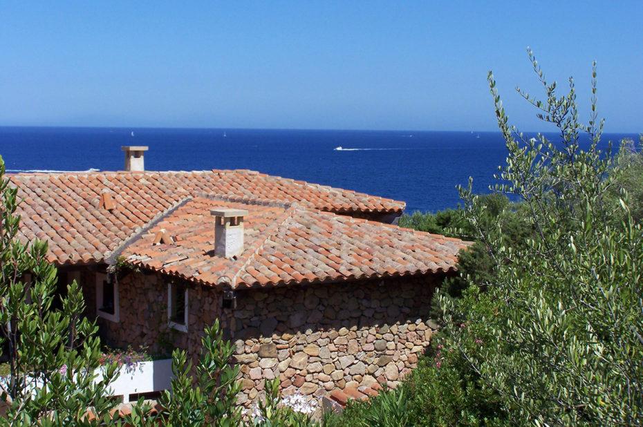 Maison en pierre avec vue sur la mer