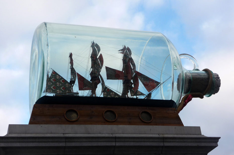 Maquette du bateau de l'Amiral Nelson dans une bouteille
