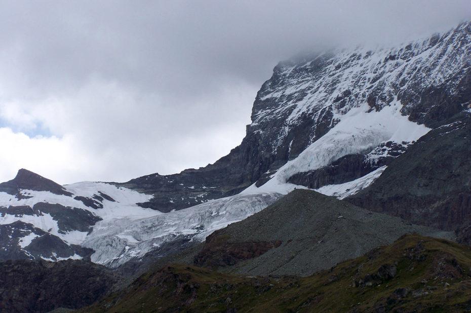Montagnes et glaciers depuis Schwarzsee