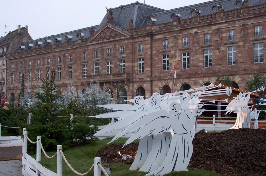 Place Kléber, des anges mis en scène