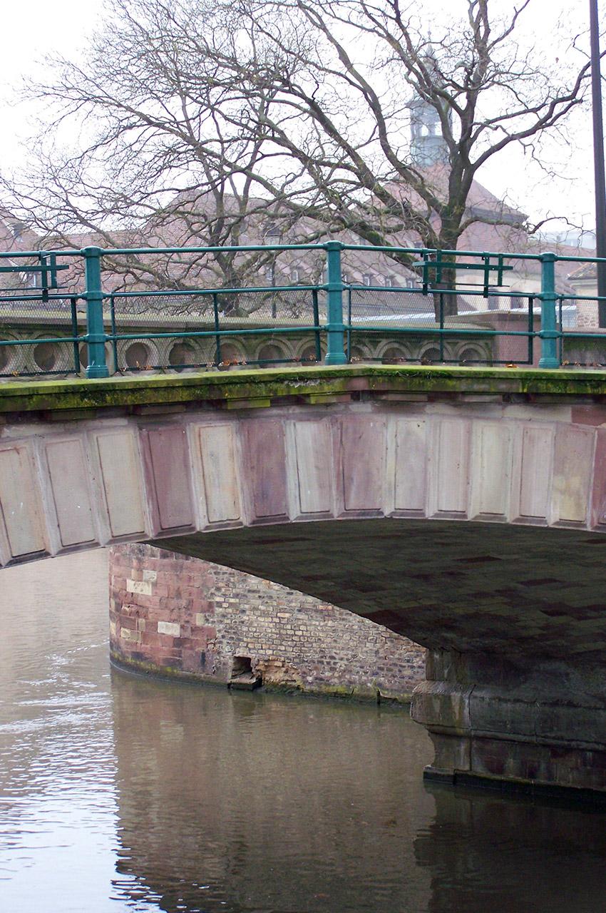 Pont sur l'Ill, la rivière traversant Strasbourg