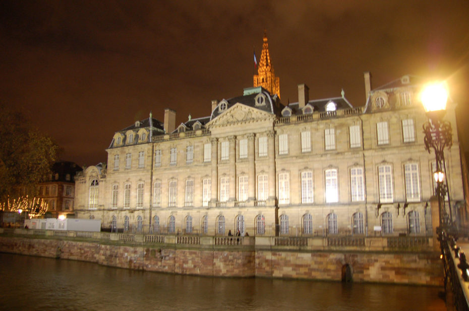 La préfecture vue de nuit