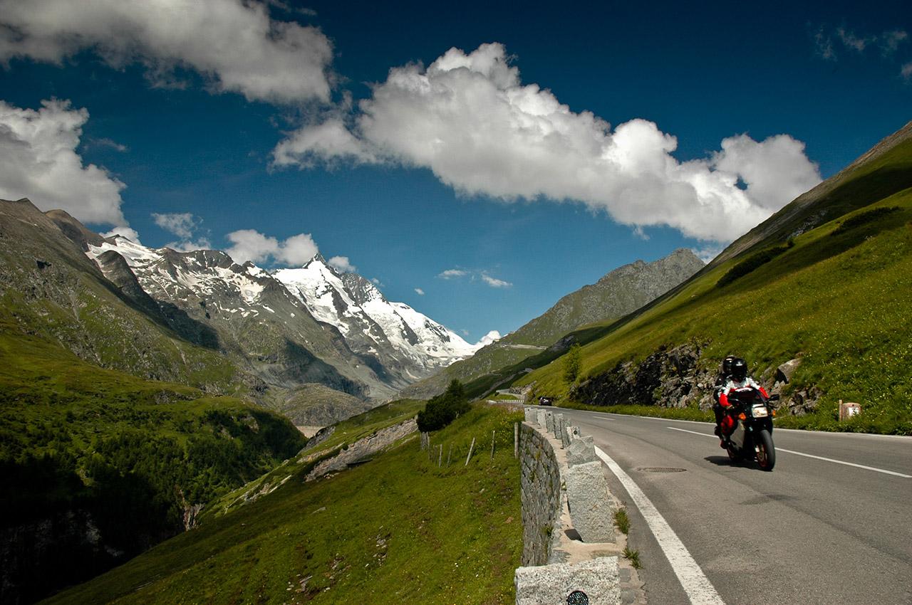 L'Autriche à moto dans des paysages enchanteurs