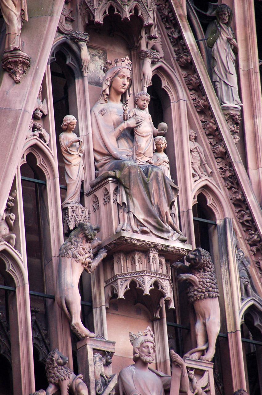 Sculptures sur la façade de la Cathédrale