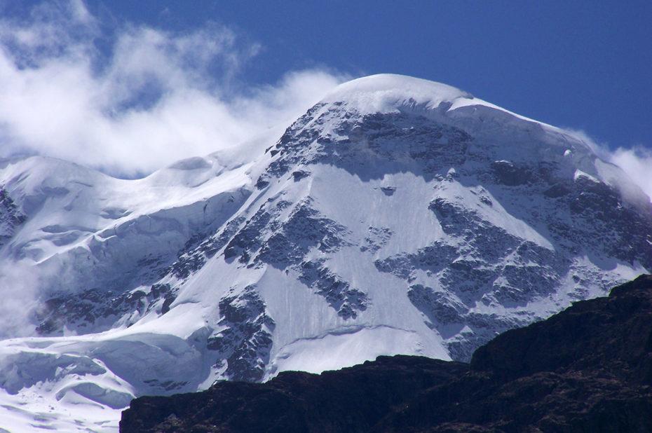 Un sommet enneigé face au Cervin