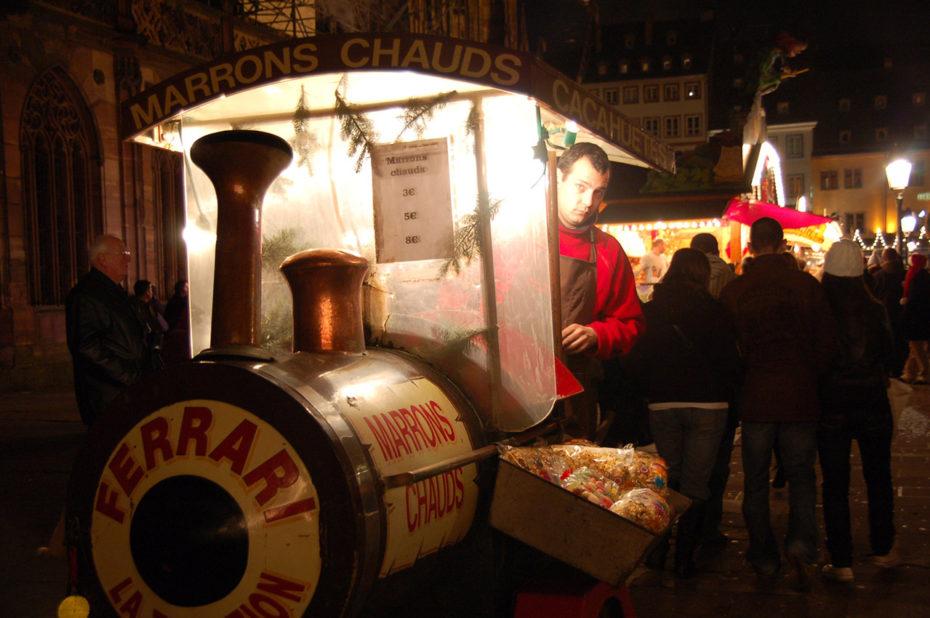 Vendeur de marrons chauds dans sa locomotive