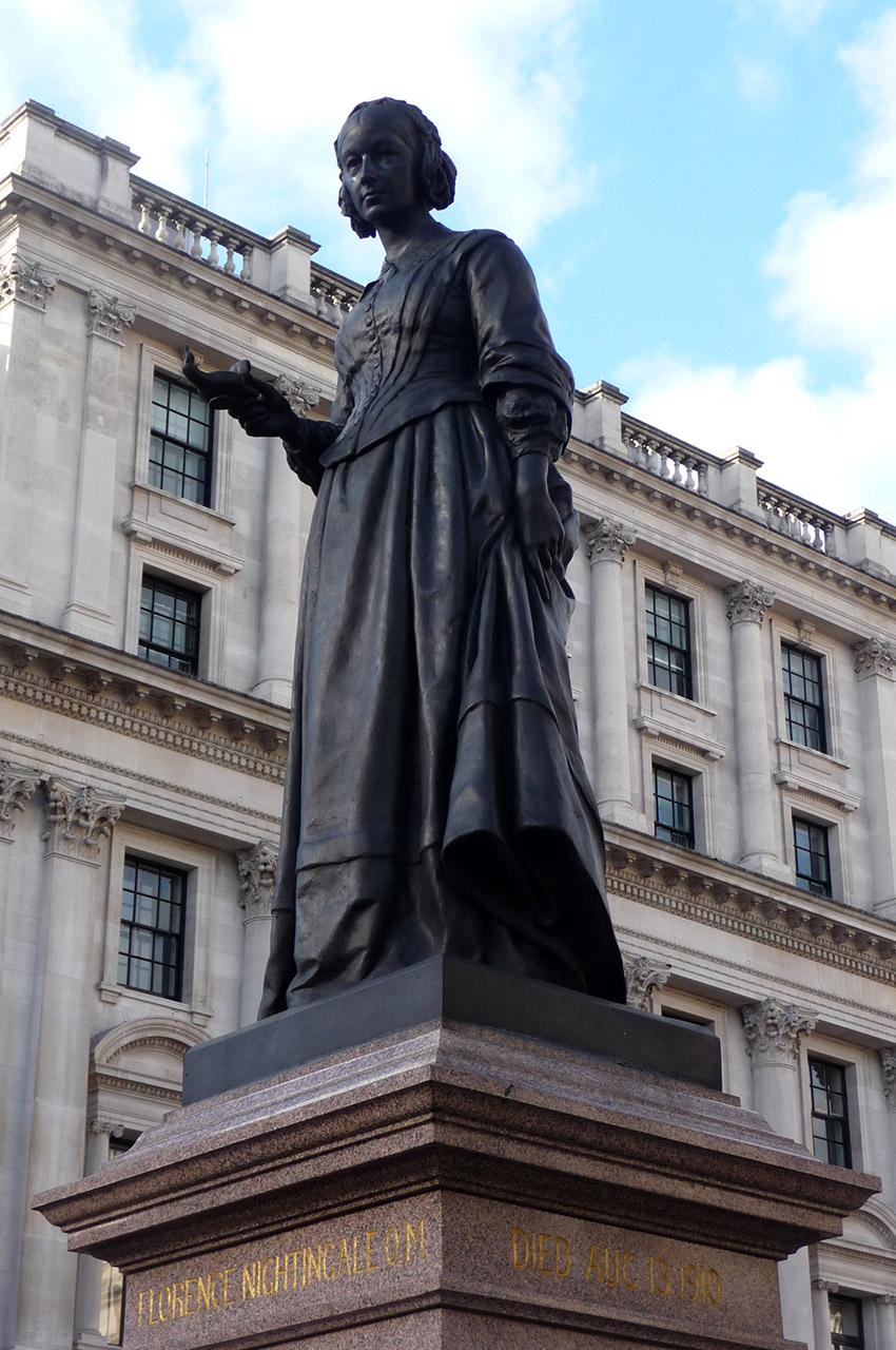 Statue de Florence Nightingale, pionnière des soins infirmiers modernes