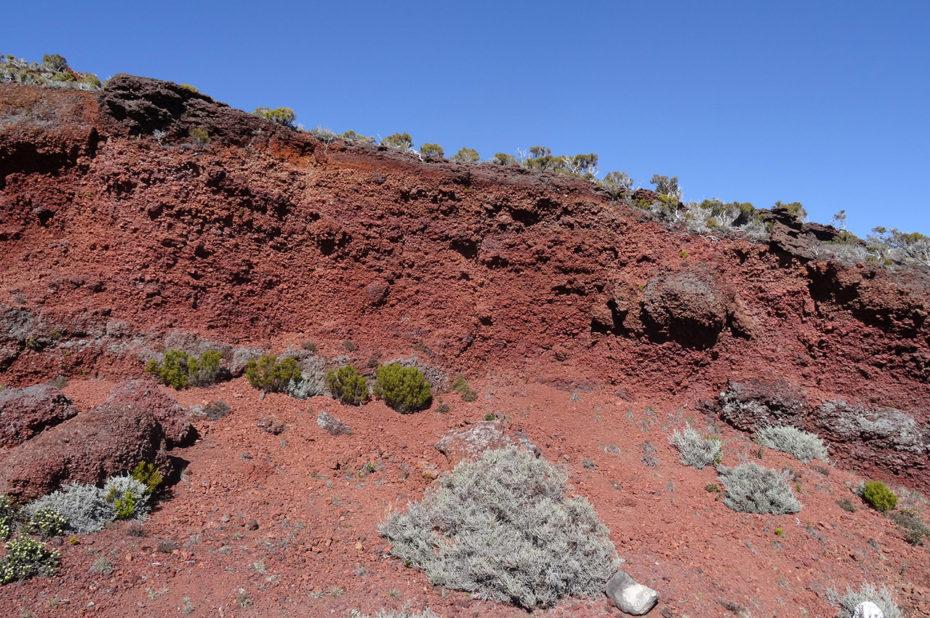 Terre rouge au Piton de la Fournaise