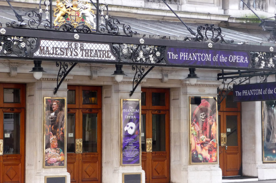 Un théâtre donnant des représentations de The Phantom of the Opera