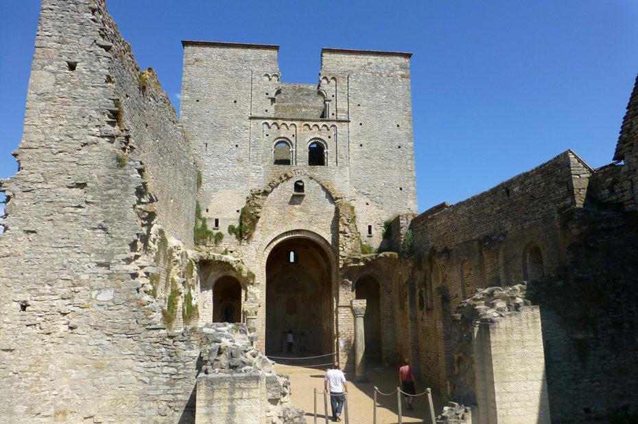 Vue d'ensemble des ruines de l'église