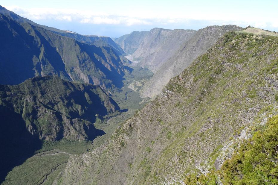 Vue sur la vallée depuis le Piton de la Fournaise
