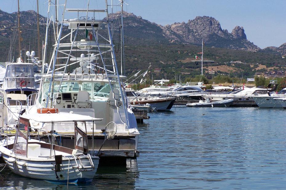 Yachts dans le port de Porto Rotondo
