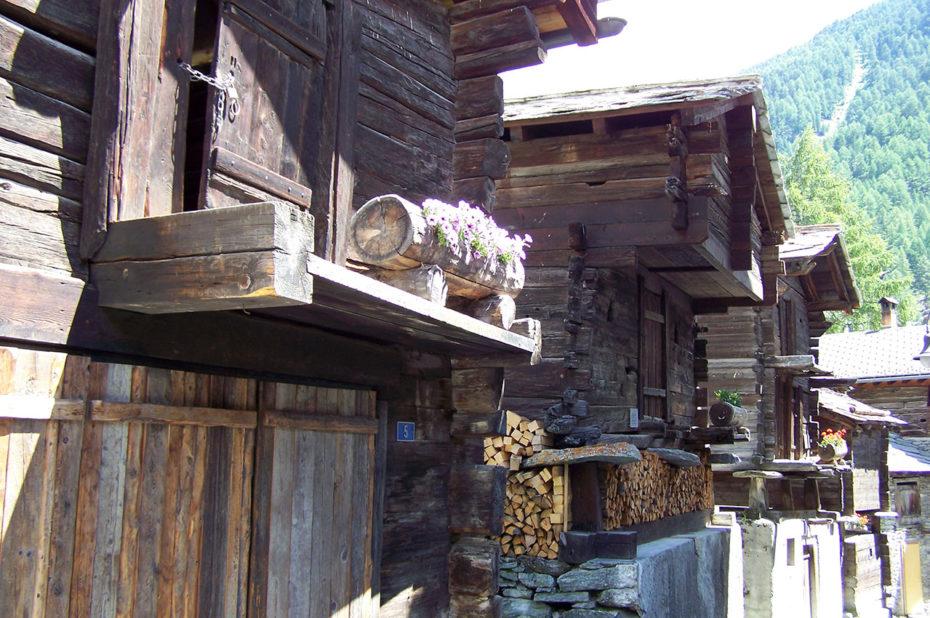 Anciennes granges et greniers à grains