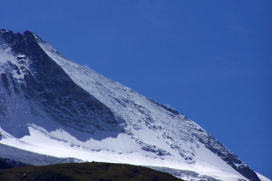 L'arête du Hörnli sépare la face nord de la face est
