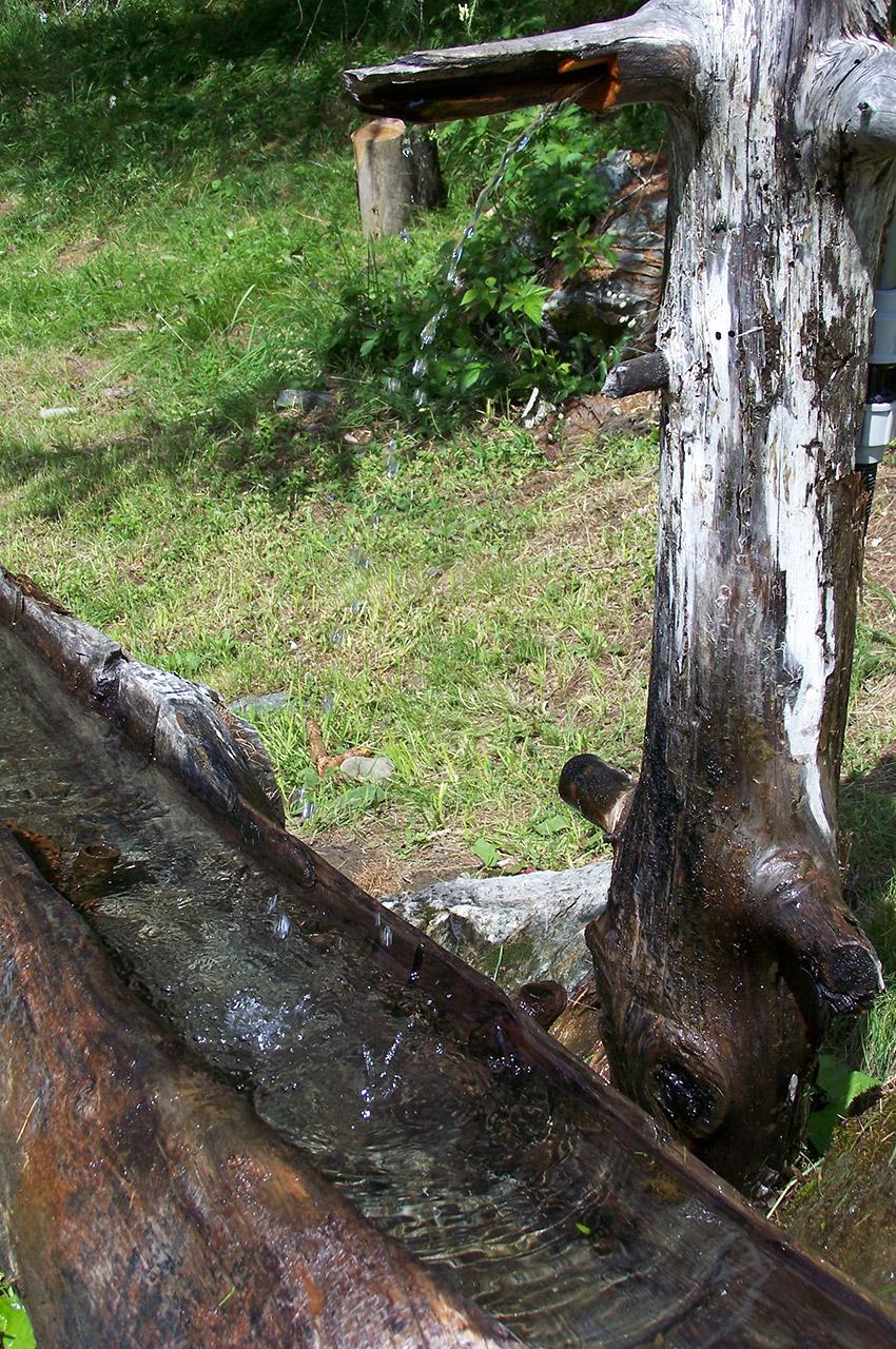 De l'eau de source pour les randonneurs